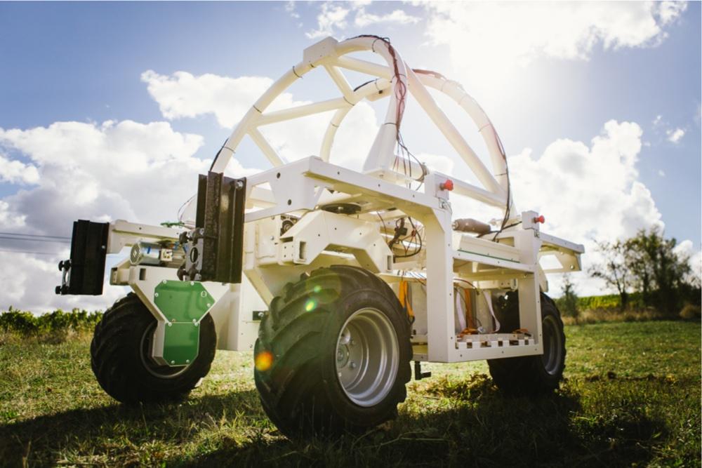 Weeding Robot vineyards Ted - Naïo Technologies